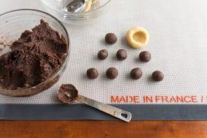 chocolate-almond-pillow-cookies-balls2