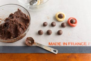 chocolate-almond-pillow-cookies-balls3