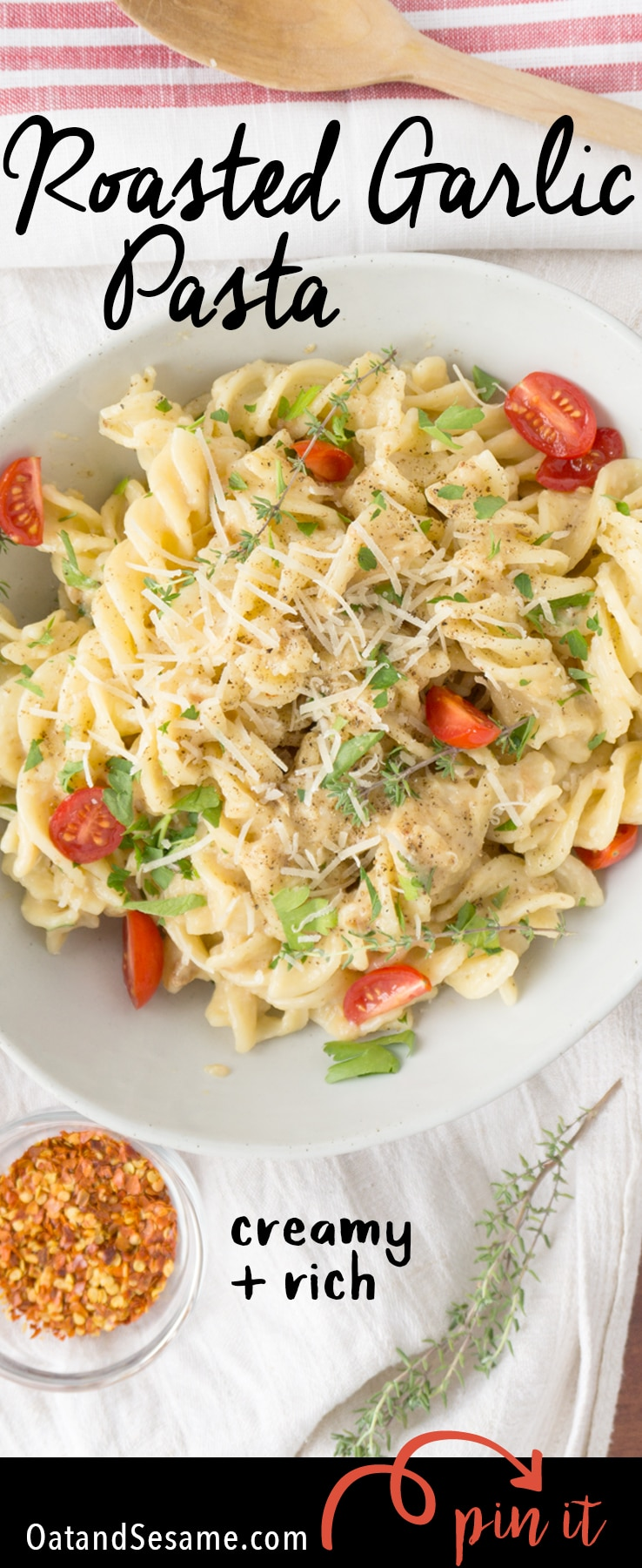 Creamy Roasted Garlic Pasta Sauce - in Under 30 Min you can enjoy this rich garlicky pasta tossed with tomatoes and fresh parsley to balance it out | GARLIC | PASTA | recipe at OatandSesame.com