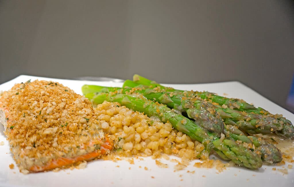 Panko Crusted Salmon with Creamy Tarragon Sauce | Recipe at OatandSesame.com