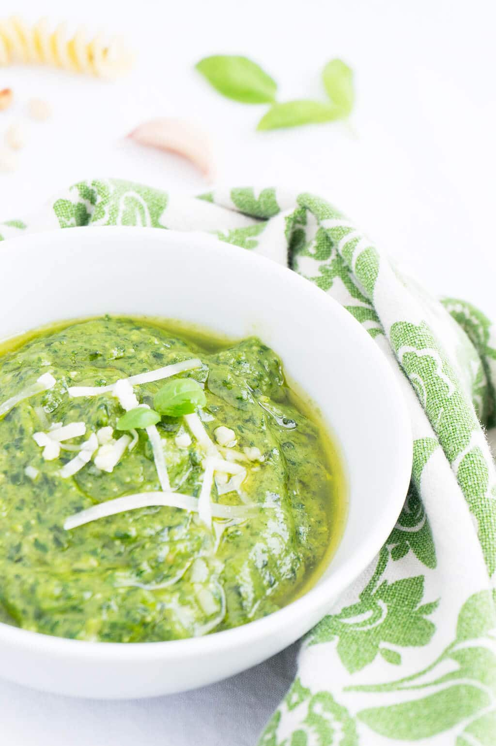 Make this delicious Spinach-Basil Pesto Sauce and get some Essential Tips for Bright Green Pesto   Recipe at OatandSesame.com