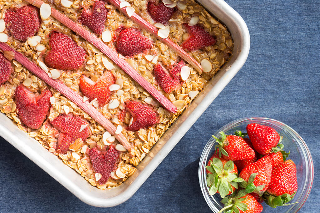 Strawberry Rhubarb Baked Oatmeal. Almonds, Fresh Rhubarb + Sweet Strawberries create a simple baked oatmeal. A great breakfast for the week ahead! | RHUBARB | STRAWBERRY | OATMEAL | BREAKFAST | GF | VEGAN | Recipe at OatandSesame.com